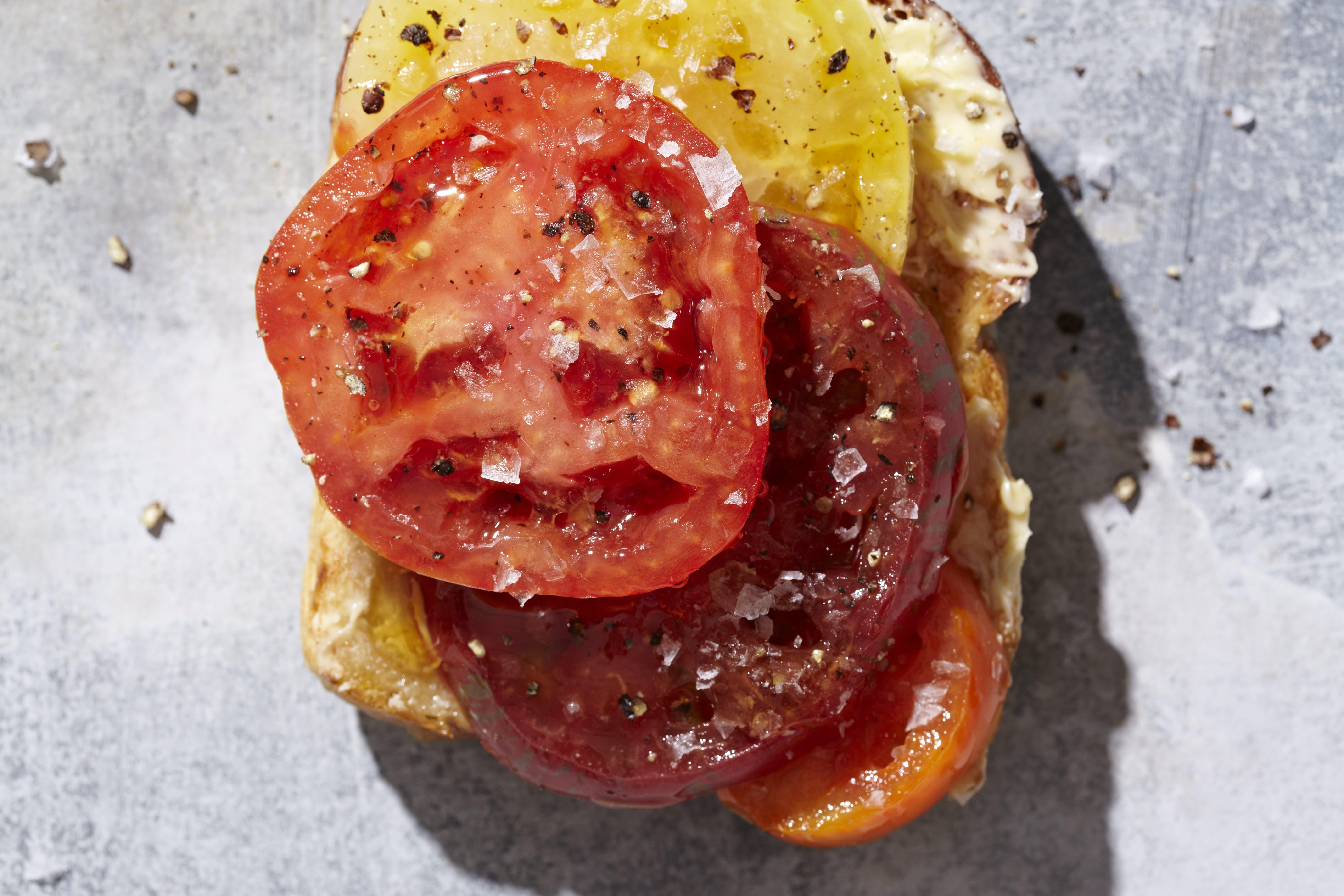 1-Minute Tomato Sandwich