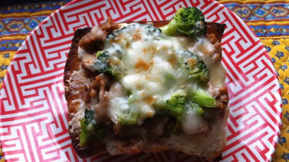15 Minute Meal: Broccoli Rabe and Sausage Bread Pizzas