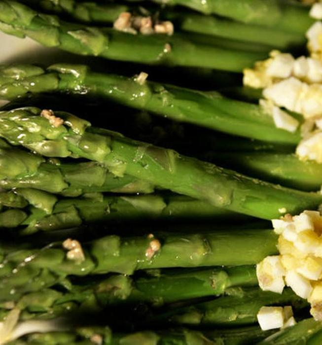 Asparagus with egg and anchovy