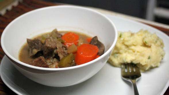 Autumn Beef Stew with Apple, Onion and Roasted Garlic