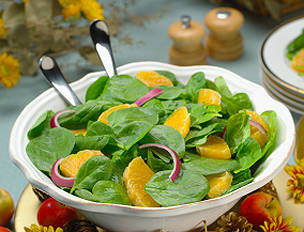 Baby Spinach Salad with Mandarin Orange and Red Onions