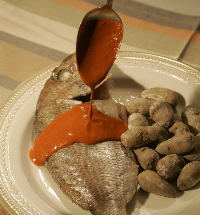 Baked fish with mint (samcocho)