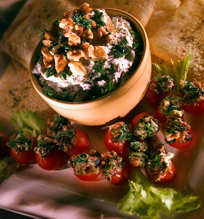 BLT cocktail tomatoes with basil