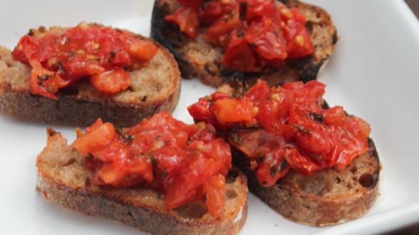 Broiled Tomato Crostini