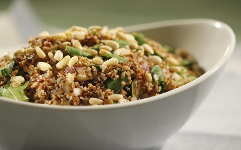 Bulgur salad with arugula, zucchini and pine nuts
