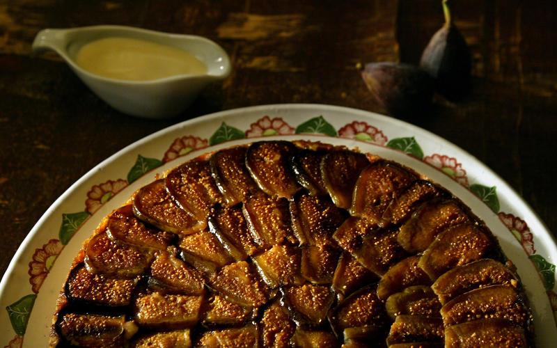 Caramelized fig cake with lemon anglaise