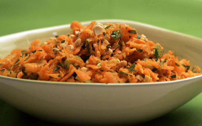 Carrot-cashew salad
