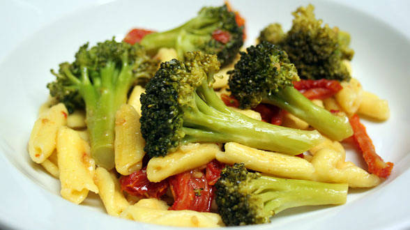 Cavatelli with Sauteed Broccoli, Garlic, and Sun Dried Tomatoes