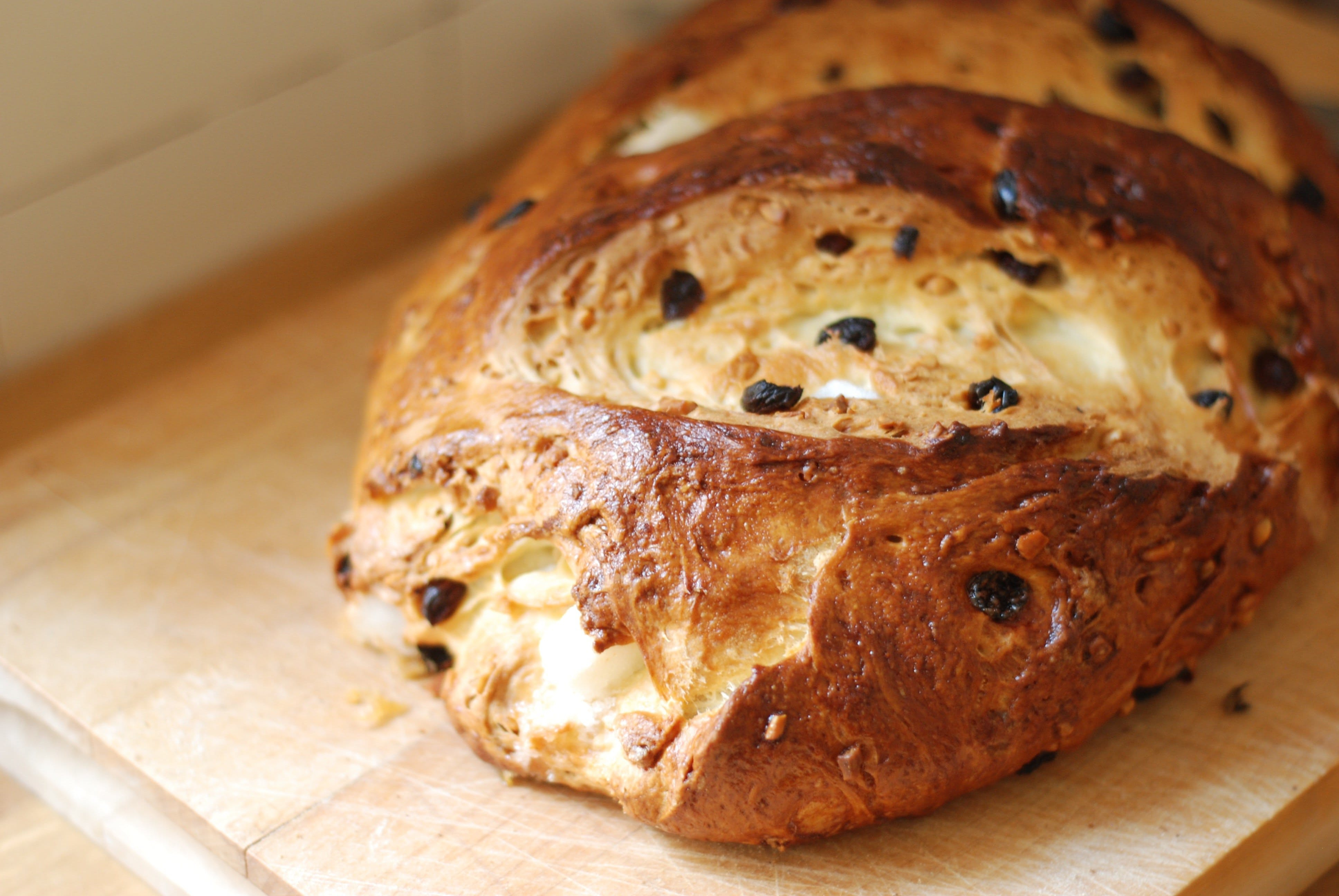 Easter Bread with Raisins and Sugar Cubes