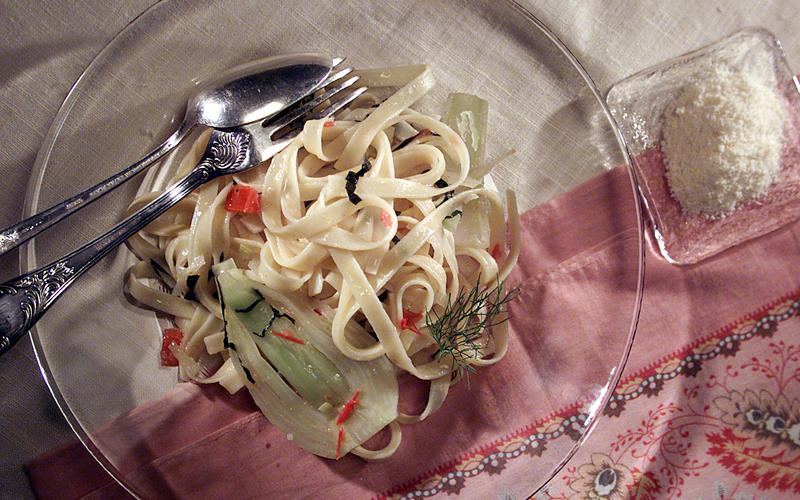 Farm Stand Fettuccine With Fennel, Leeks and Tomato