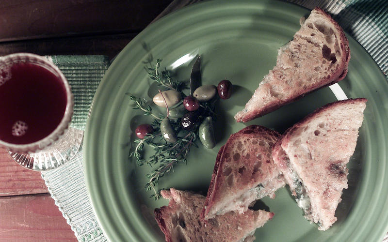 Grilled cheese sandwich with Gorgonzola (un 'toast' alla vicentina)