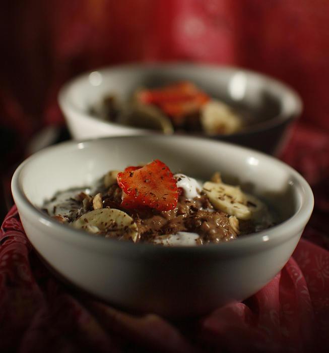 Hazelnut-chocolate oatmeal with strawberries and cream
