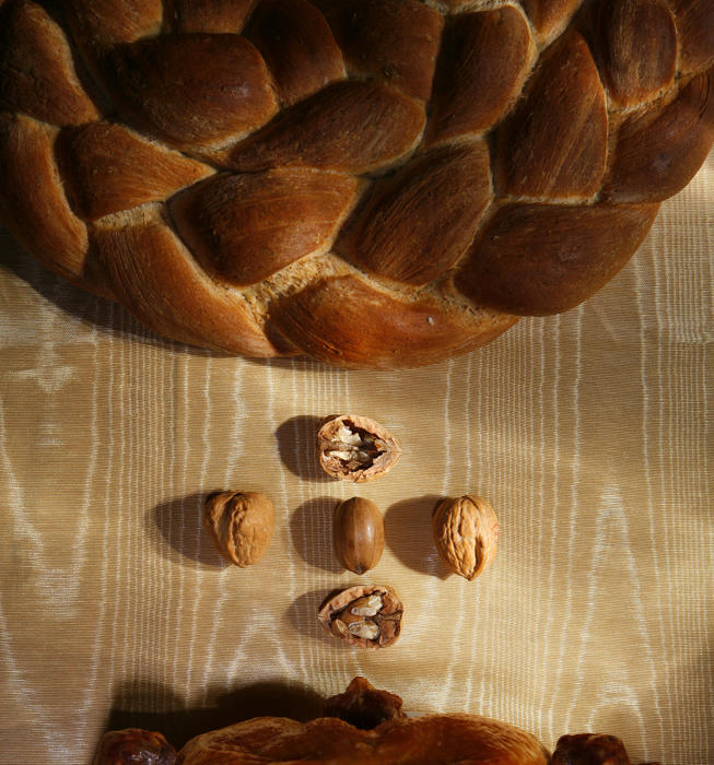 Intertwined rosemary and black pepper breads