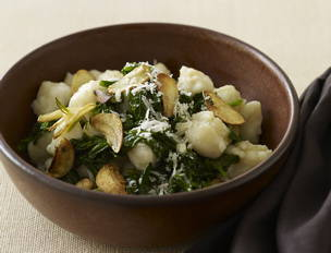 Less Than 15 Minutes Spinach with Gnocchi and Garlic Chips