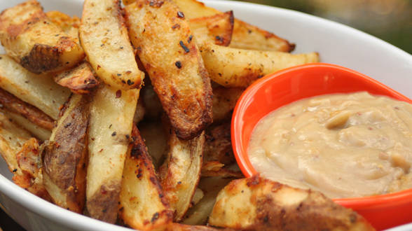 Oven Fries and Spicy Gravy