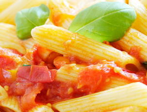 Pasta with Tomato Raw Sauce