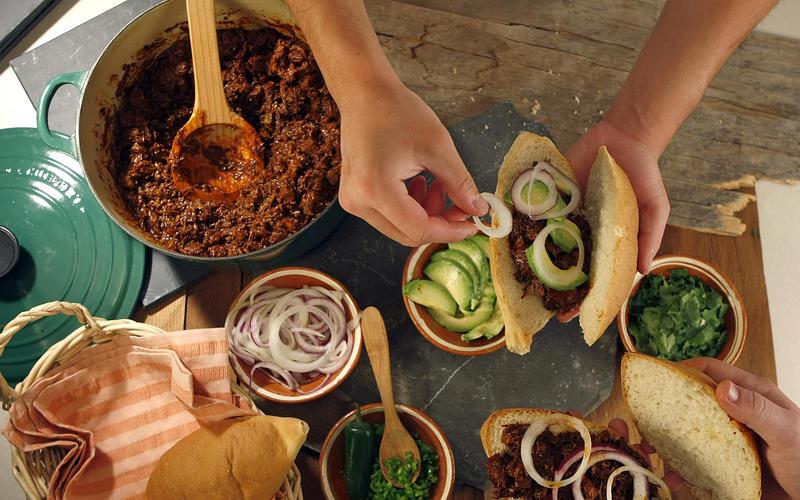 Puerco con chile negro (pork with dried pasilla chile sauce)