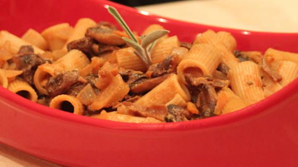 Rigatoni with Creamy Mushroom Ragu