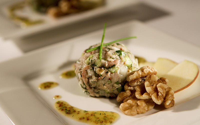 Smoked fish salad with honey and dill