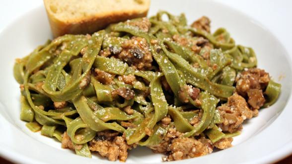 Spinach Tagliatelle with Ham-Mushroom Sauce
