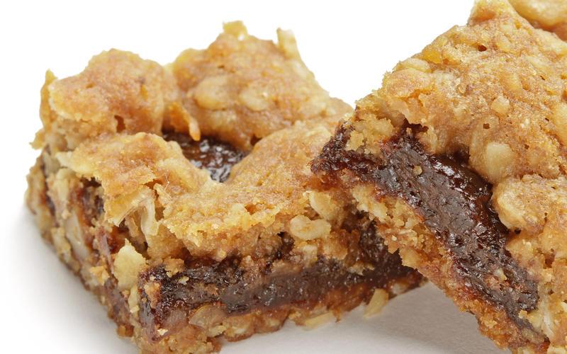 Sweet tart oat nut bars