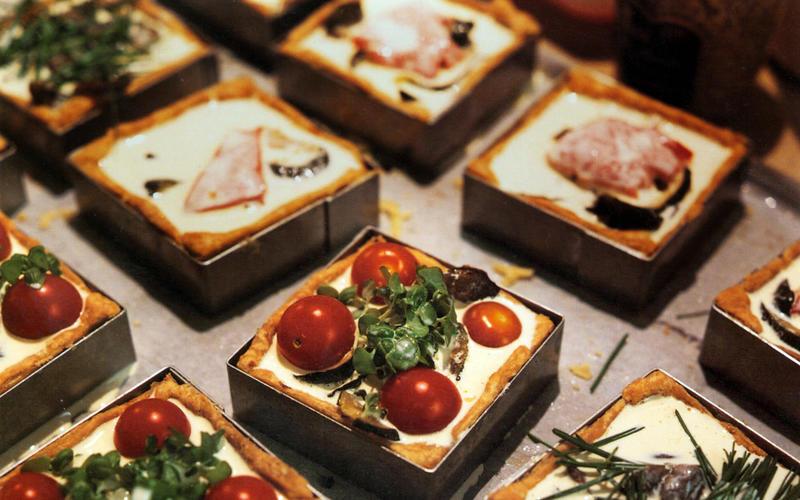 Tomato-ricotta-thyme tart
