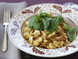 Whole Wheat Penne with Cauliflower Sauce