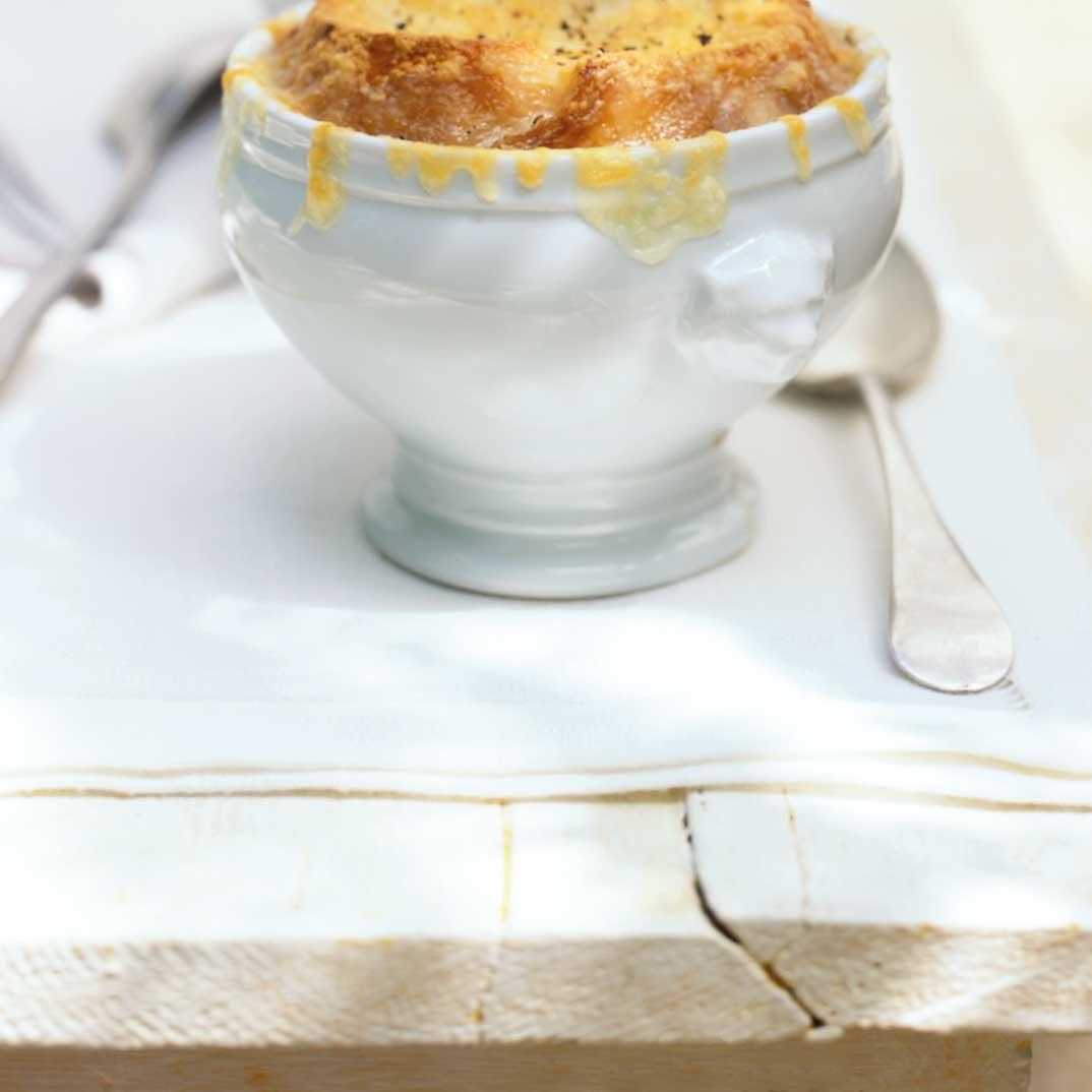 Beer and Cheddar Cheese Onion Soup