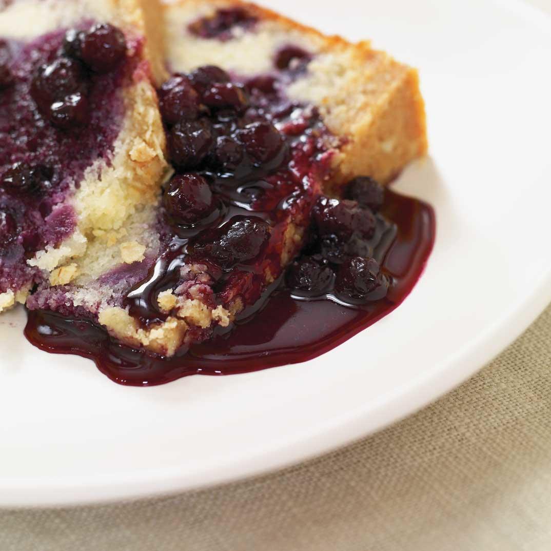 Blueberry and Oatmeal Crisp Cake