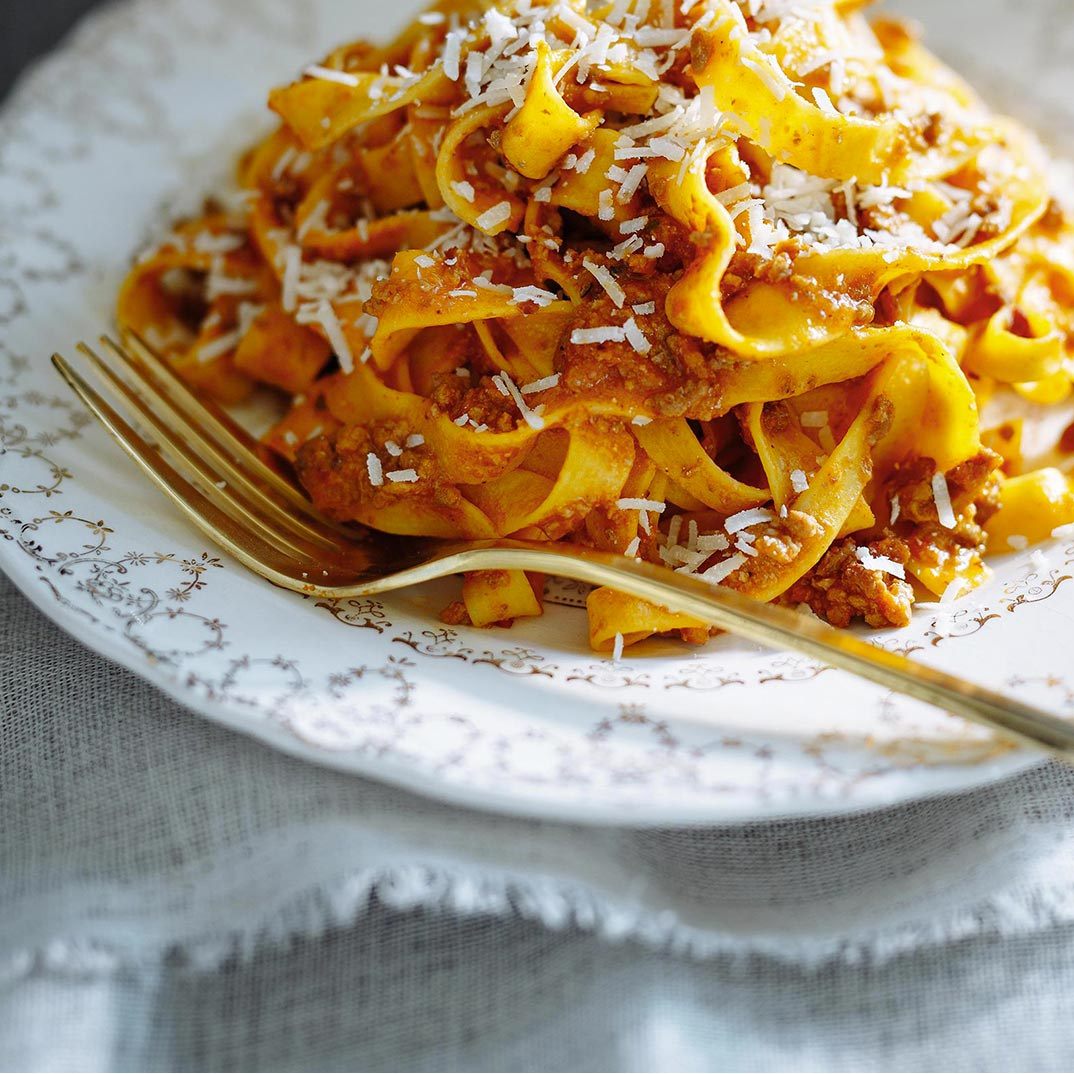 Bolognese Sauce (The Best)