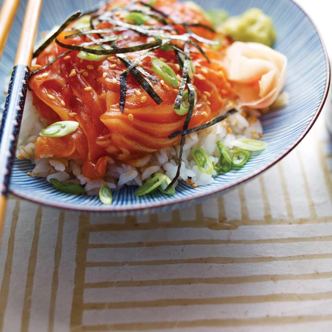 <i>Sukimi Don</i> (Bowl of Seasoned Rice and Raw Fish)